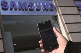 Gulf Weekly Smartphone wars erupt